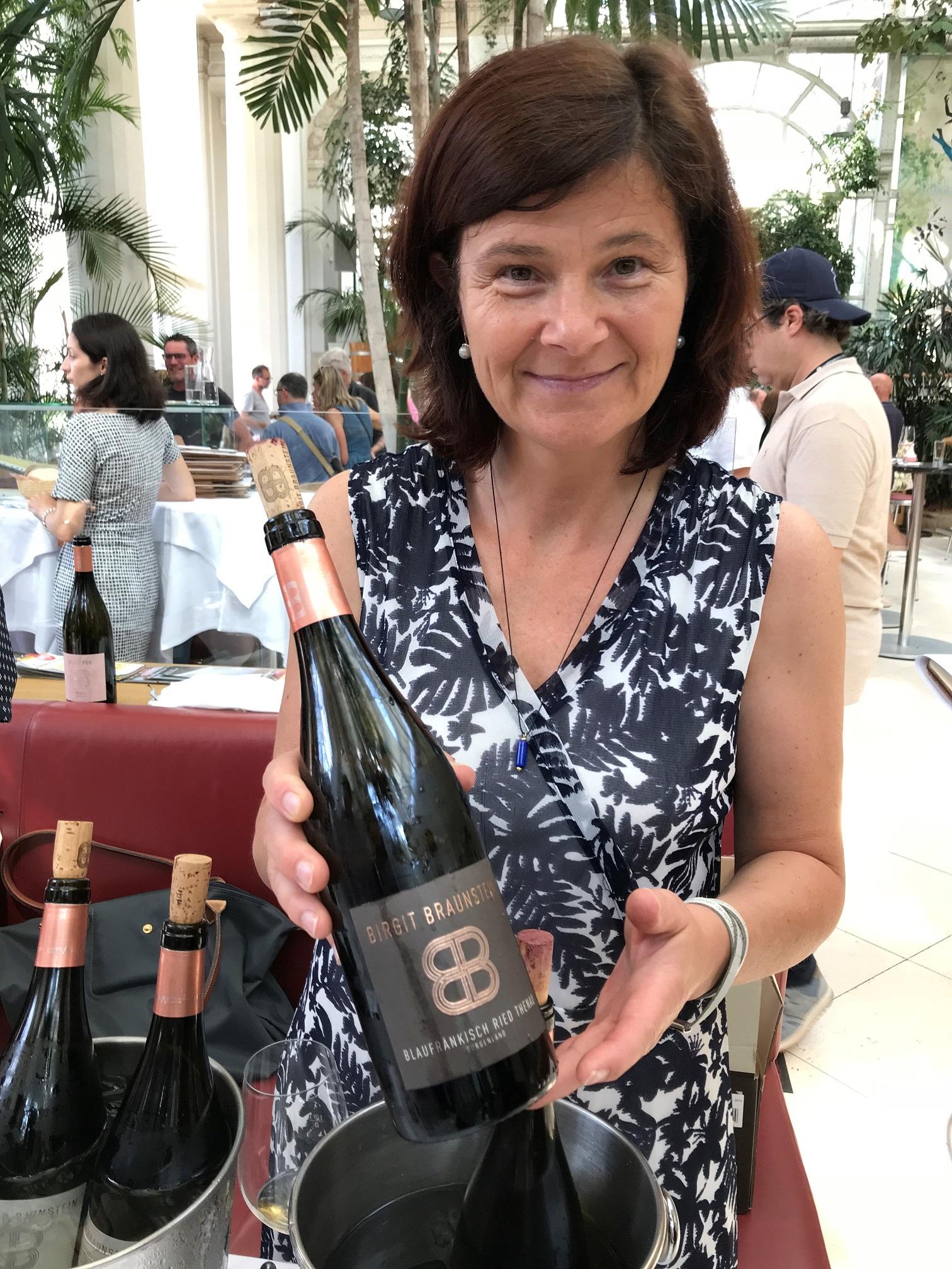 Birgit Braunsteins nach bio-dynamischer Methode entstehenden Weine begeistern durch intensive, vielschichtige Aromatik, Harmonie und langem, würzigen Abgang.